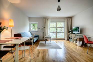 Best location in Schwabing: Lovely, furnished 1.5-room apartment in quiet rear building