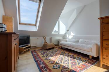 In sought-after location in Schwabing: light-flooded, furnished 2-room attic apartment