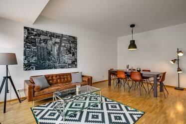 Spacious apartment with roof-deck in Maxvorstadt near Königsplatz