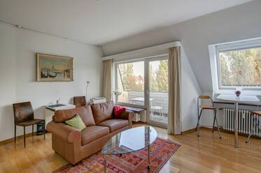 Best location in Schwabing, Leopoldstraße: Nicely furnished 2-room apartment with roof terrace