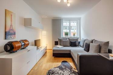 Living in sought after neighborhood Munich-Au: Beautifully furnished 2-room apartment