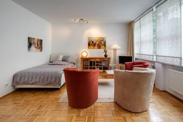 Beautifully furnished 1-room apartment right across the Neue Pinakothek with internet, M-Maxvorstadt