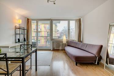 Prime location in Schwabing: Attractively furnished 1-room apartment with sofa bed and internet