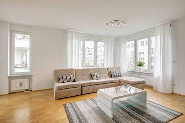 Prime location at the Olympiapark: Sunny, modern 3-room apartment with large balcony