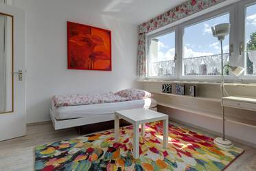 Top location in Maxvorstadt - furnished 1-room studio with internet