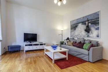 Top location in Schwabing: Bright, nicely furnished 2-room apartment