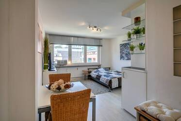 Top location between English Garden and Leopoldstraße: Nicely furnished studio apartment