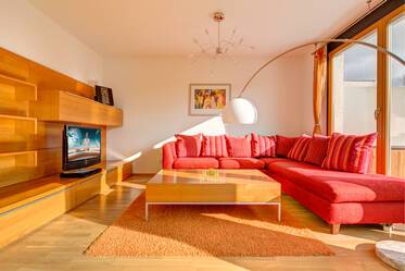 Good location, directly at the Olympiapark: Maisonette apartment with 3 bedrooms