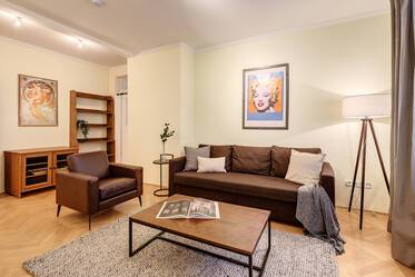 Near the English Garden: Quiet and beautiful 2.5-room apartment with internet & telephone flatrate
