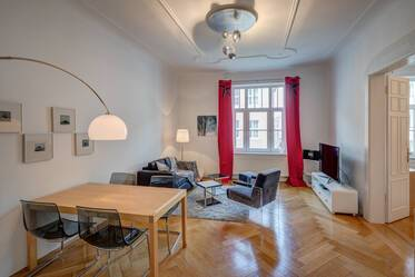 Prime location Schwabing: 3.5 room apartment with tall ceilings and balcony