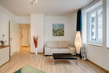 Near Josephsplatz: modernly furnished apartment with washer-dryer