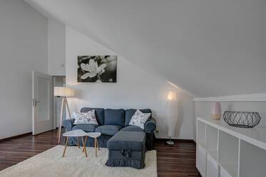 Munich-Untermenzing: Lovely furnished 2-room attic apartment with modern bathroom