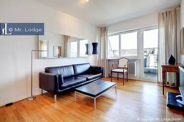 In sought-after location in the Glockenbachviertel: Bright roof-terrace apartment