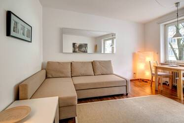 Bright 1-room apartment with kitchenette, near U-Bahn station Gern U1/U7, Munich-Neuhausen