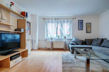 In very good residential area in Schwabing: Spacious, furnished 1-room apartment (50sqm)
