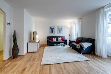 Maxvorstadt: Very beautiful, bright 3-room apartment with two bedrooms and furniture like new