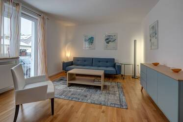 Light-flooded, furnished 2-room apartment in Munich Moosach