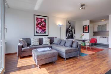 Good location near Königsplatz: Beautiful 2-room apartment with optional duplex parking garage