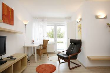 Near BMW in Munich-Milbertshofen: Nicely furnished 1-room apartment with balcony