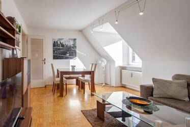 Very good location in Munich-Au: Beautifully furnished 3-room apartment with internet and parking incl.