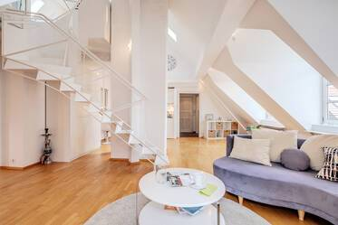 Westend: beautiful 2.5-room gallery apartment
