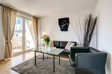 Near underground line U3 Bonner Platz/  U2 Scheidplatz: 2 room apartment with I-net.