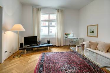 Prime location near Münchner Freiheit: spacious 2-room apartment