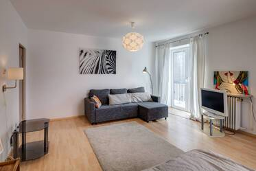 Near Stiglmaierplatz: spacious 1-room apartment with balcony and internet flatrate