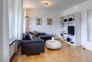 Prime location at the Friedenspromenade: 2-room apartment in Munich-Waldtrudering