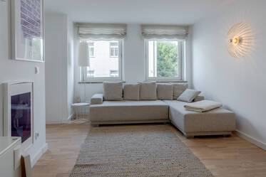 Top location in Schwabing: Bright, furnished 2-room apartment near Kurfürstenplatz