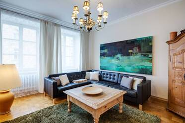 Prime location at the Viktualienmarkt: High-quality 3.5-room apartment in beautiful period building