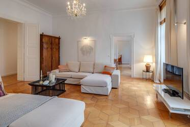 Premium: beautifully furnished 6-room apartment in Munich Maxvorstadt