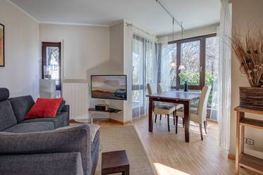 Modern-style furnished 2-room apartment with garden in Munich-Sendling
