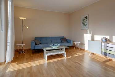 Modern, light-flooded 2-room apartment with lovely eat-in kitchen, Munich Moosach