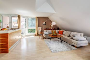 In a quiet rear building: Beautifully furnished 2-room maisonette apartment near Stiglmaierplatz