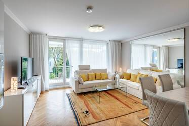 Beautiful 3-room apartment with 2 high-quality bathrooms in Munich-Oberföhring