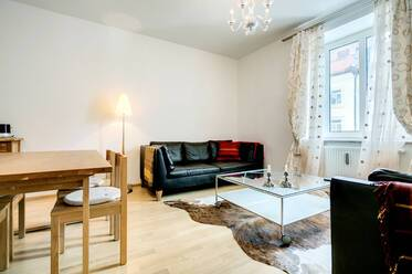 Very good location in Munich-Haidhausen: Beautifully furnished 2-room period apartment