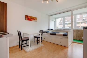 Bright 1-room studio apartment, near Rotkreuzplatz (U1/U7) in Munich-Neuhausen