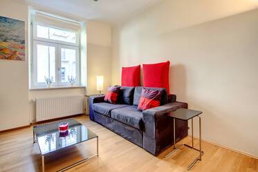 At the Ostbahnhof- furnished 2-room apartment facing the inner courtyard in Munich-Haidhausen