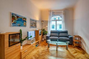 Near Rotkreuzplatz: Nicely furnished 1-room period apartment