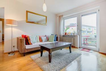 "Near U1 ""Wettersteinplatz"": Lovely furnished 2-room apartment with split-level parking"