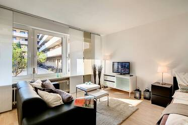 Munich-Neuhausen near Donnersbergerbrücke: Beautiful, modern 1-room apartment facing the courtyard