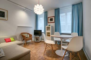 Near Max-Weber-Platz in Haidhausen: Beautifully furnished 2-room period apartment