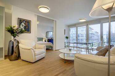 Living in the Gärtnerplatz/Glockenbachiertel: high-quality apartment, with in-house wellness area!