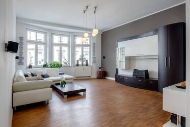 Chic 3-room apartment in period building in central Munich-Lehel