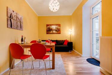 Only 5 minutes to underground line U1/7 in Munich Neuhausen; Very beautiful 2-room-apartment