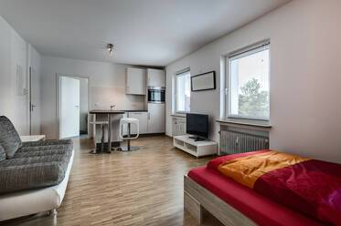 Unterhaching, south of Munich: Beautiful, modern apartment with parking space on the street
