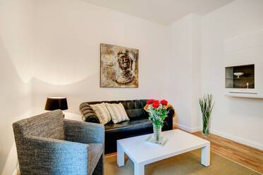 Munich-Schwanthalerhöhe: Beautifully furnished 2-room apartment with large kitchen, balcony