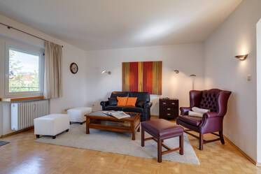 "Near ""Ostbahnhof"" in Munich-Haidhausen: Tasteful 3-room apartment with view of the Alps"