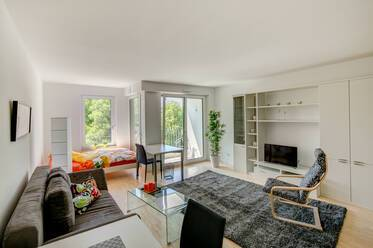 New building (2013) in Munich-Obergiesing: beautifully furnished 1-room apartment with balcony